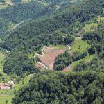 Kum, Podkraj, površina kjer je bila odstranjena zarast